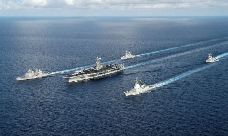 US_Navy_050715-N-8163B-023_The_USS_Theodore_Roosevelt_Carrier_Strike_Group_conducts_a_close_quarters_exercise_while_underway_in_the_Atlantic_Ocean